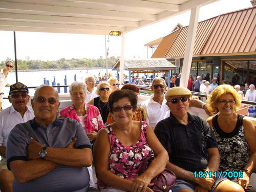 ./Gallery/2011 40th Anniv. Boat Ride/SANY0121.jpg