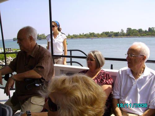 ./Gallery/2011 40th Anniv. Boat Ride/SANY0122.jpg