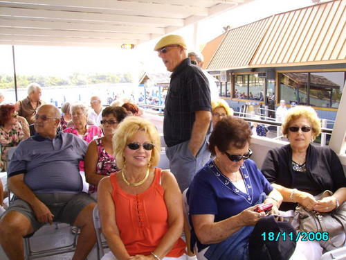 ./Gallery/2011 40th Anniv. Boat Ride/SANY0123.jpg