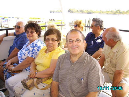 ./Gallery/2011 40th Anniv. Boat Ride/SANY0126.jpg